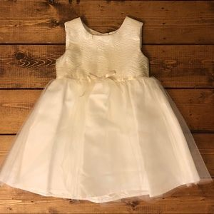 Other - 💕Beautiful white & ivory flower girl dress💕